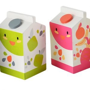 juicekartonger i tre til lekekjøkkenet fra Magni